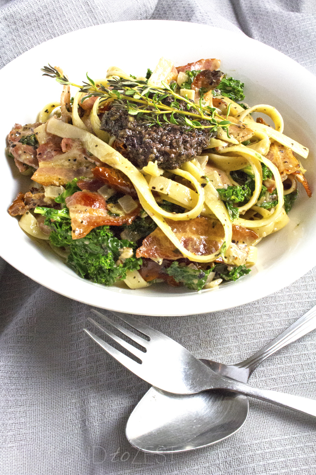Crispy bacon, tangy slithers of sundried tomatoes, super healthy kale! MY FAVORITE FETTUCINE!!
