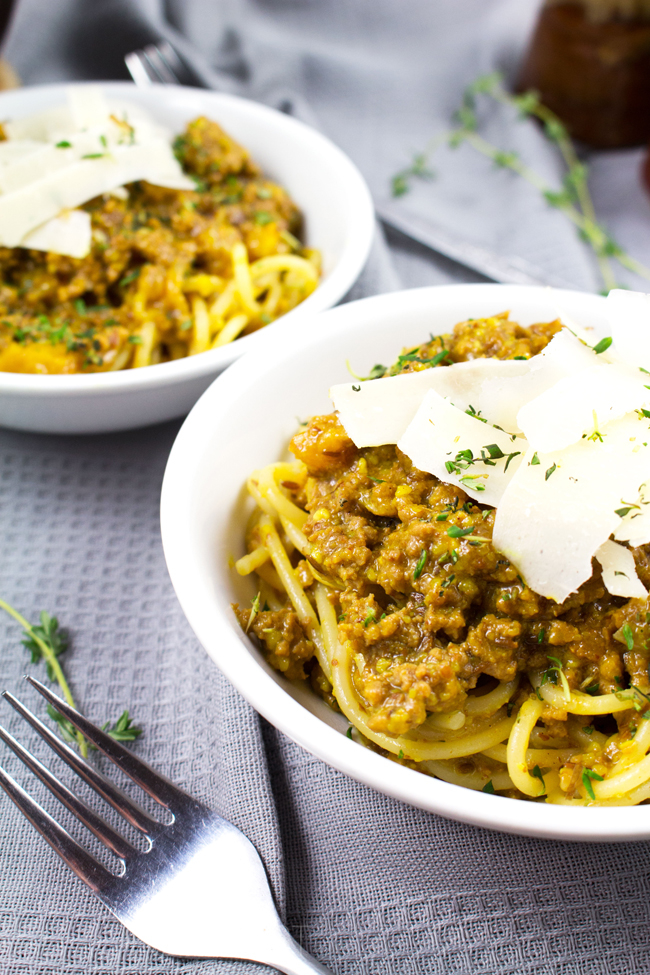 Morrocan Spaghetti - Delicious, healthy, sweet & savory spaghetti dish packed with Moroccan flavors!